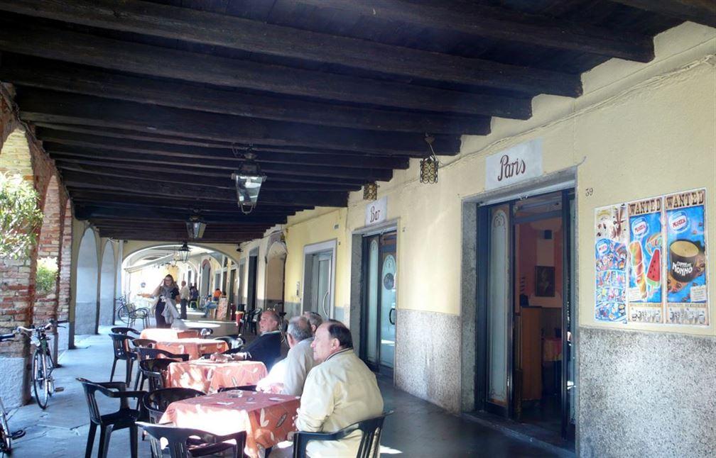 Même ici, à Martinengo on trouve le Café de Paris...
