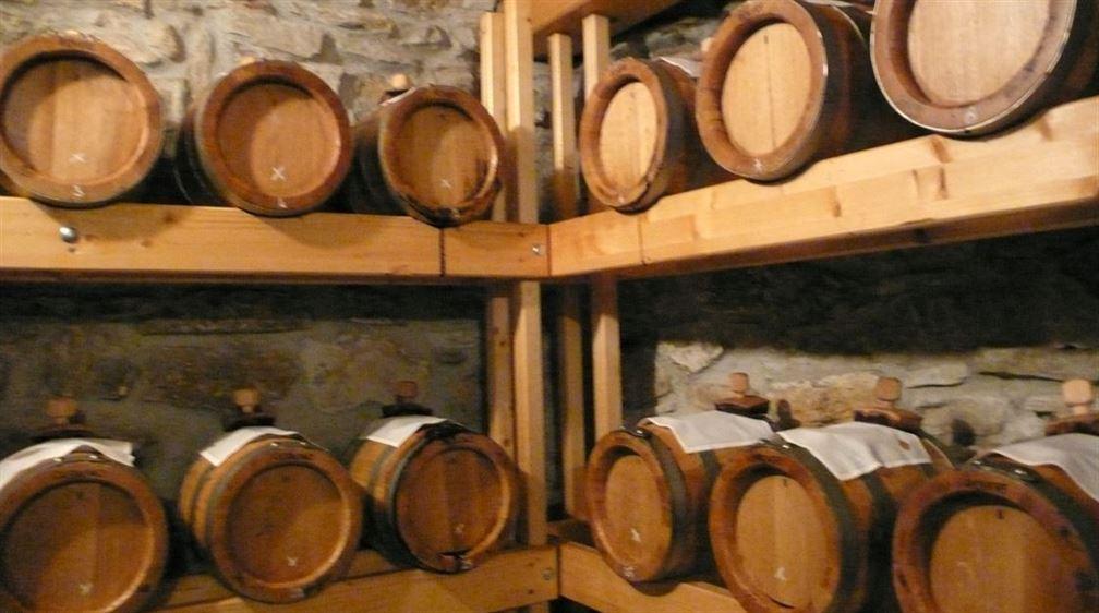 Tenuta degli Angeli, vieillissement du vinaigre balsamique dans les petites barriques de bois de châtaignier