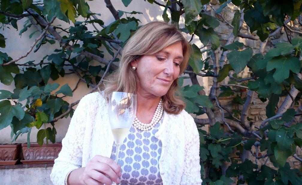 Manuela, la propriétaire (avec ses 4 enfants) de Tenuta degli Angeli présente son excellente spumante, consideré comme l'un de meilleurs de la région.